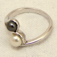 Sterling Silver freshwater Pearl crossover Ring